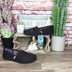 Toms Classic Shoes Black on Black Canvas New Size 8.5